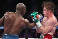 thumbs 91513mayweather003 Mayweather Wins in a Masterful Performance over Alvarez